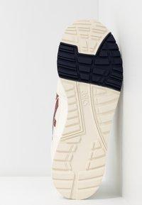 ASICS SportStyle - GELSAGA - Trainers - white/brisket red - 6