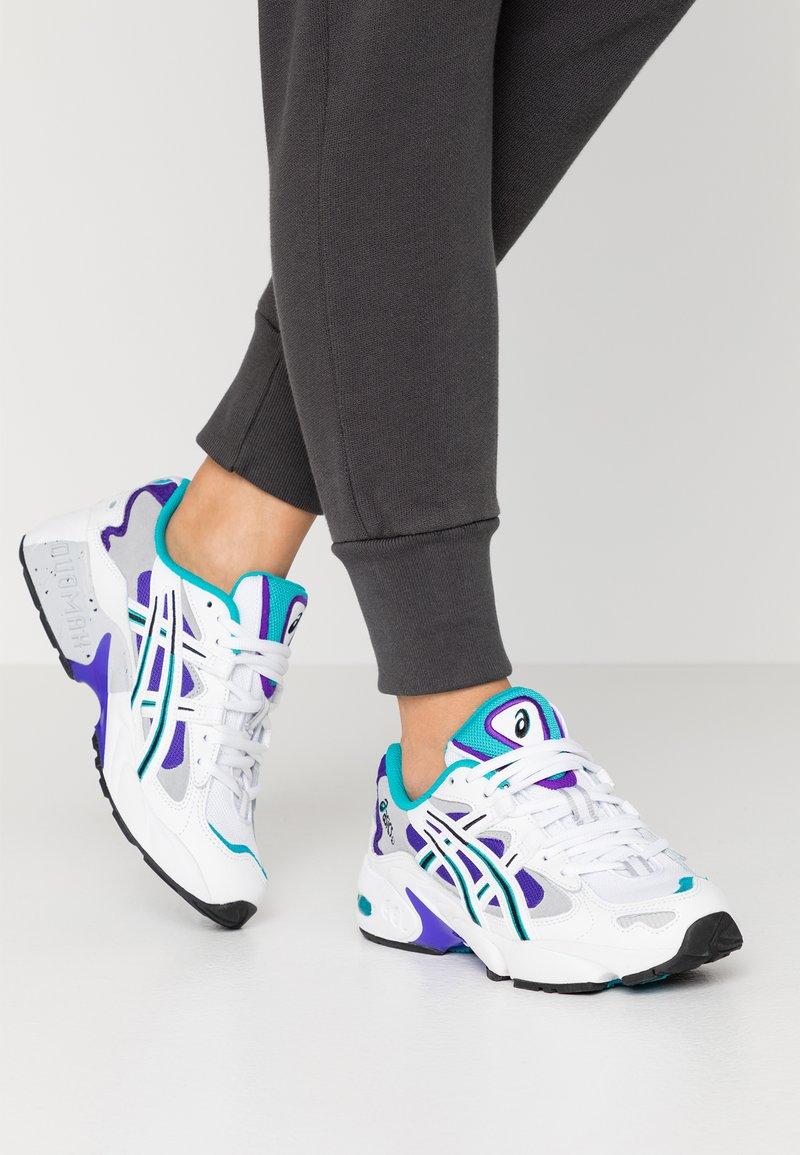 ASICS SportStyle - GEL KAYANO - Sneakers basse - white/royal azel