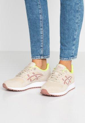 GELSAGA - Sneakers laag - putty/umeboshi