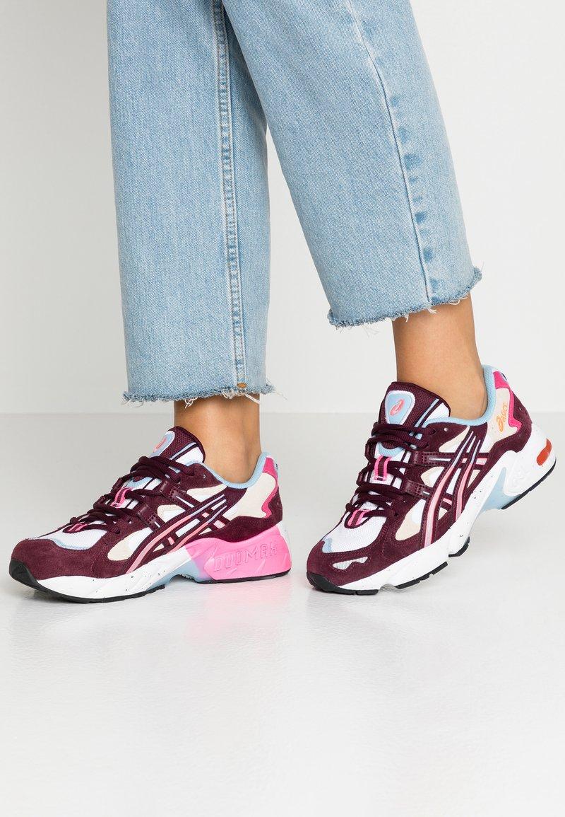ASICS SportStyle - GEL-KAYANO 5 - Sneaker low - white/deep mars