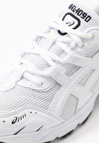 ASICS SportStyle - GEL-1090 - Matalavartiset tennarit - white - 2