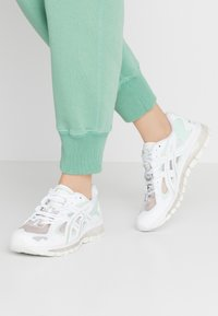 ASICS SportStyle - GEL-KAYANO 5 360 - Trainers - white/mint/tint - 0