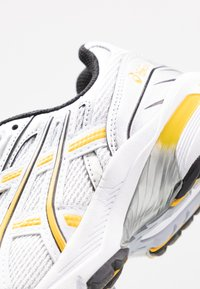 ASICS SportStyle - GEL 1090 - Baskets basses - white/saffron - 2