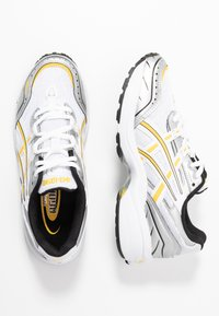 ASICS SportStyle - GEL 1090 - Baskets basses - white/saffron - 5