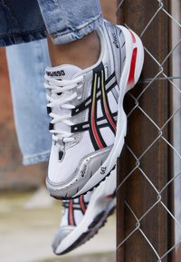 ASICS SportStyle - GEL-1090 - Sneaker low - white/black - 4