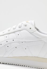 ASICS SportStyle - TIGER RUNNER - Trainers - white - 2