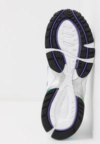 ASICS SportStyle - GEL-1090 - Sneakersy niskie - white/polar shade - 6