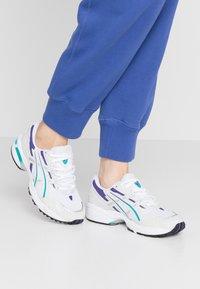 ASICS SportStyle - GEL-1090 - Sneakersy niskie - white/polar shade - 0