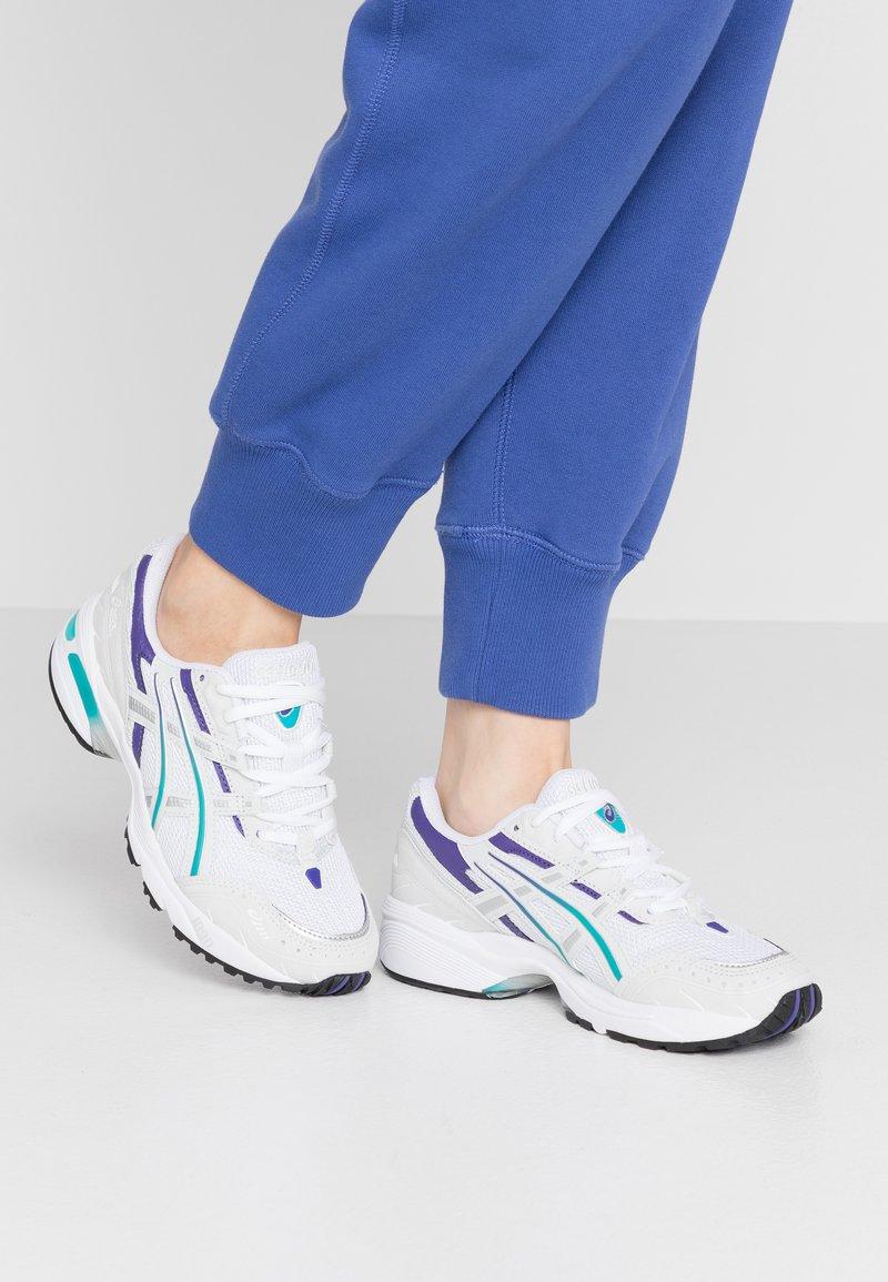 ASICS SportStyle - GEL-1090 - Sneakersy niskie - white/polar shade