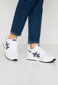 ASICS SportStyle - LYTE CLASSIC - Trainers - white/midnight - 0