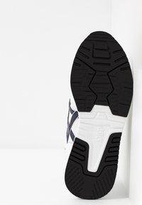 ASICS SportStyle - LYTE CLASSIC - Matalavartiset tennarit - white/midnight - 5