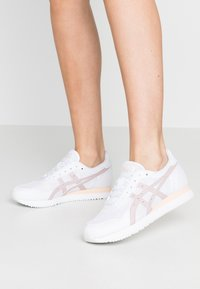 ASICS SportStyle - TIGER RUNNER - Trainers - white/watershed rose - 0
