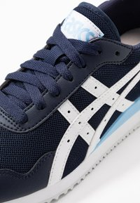ASICS SportStyle - TIGER RUNNER - Trainers - midnight/white - 2