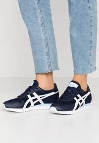 ASICS SportStyle - TIGER RUNNER - Trainers - midnight/white - 0