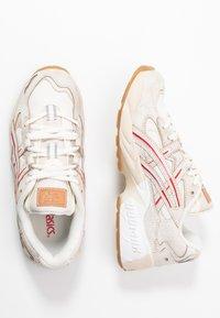 ASICS SportStyle - GEL-KAYANO 5 - Matalavartiset tennarit - cream/white - 4