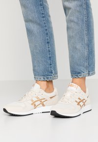 ASICS SportStyle - LYTE CLASSIC - Baskets basses - birch/pure gold - 0