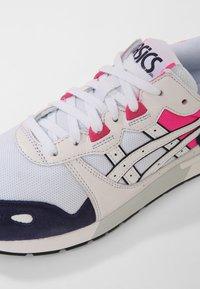 ASICS SportStyle - GEL-LYTE - Tenisky - white/peacoat - 5