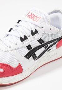 ASICS SportStyle - HYPERGEL-LYTE - Baskets basses - white/rouge - 5