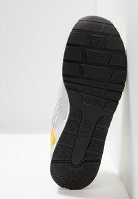 ASICS SportStyle - GEL-LYTE - Matalavartiset tennarit - white/mustard - 4