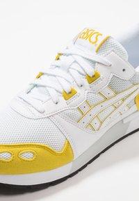 ASICS SportStyle - GEL-LYTE - Matalavartiset tennarit - white/mustard - 5
