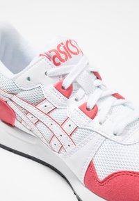 ASICS SportStyle - GEL-LYTE - Matalavartiset tennarit - white/rouge - 5