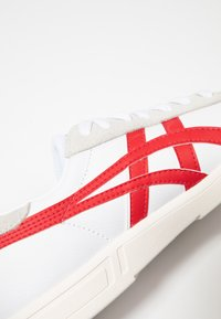 ASICS - GEL-VICKKA - Trainers - white/classic red - 5