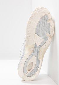 ASICS - GEL-KAYANO 5 OG - Sneakers laag - white - 4