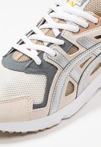 ASICS SportStyle - GEL-DS TRAINER - Matalavartiset tennarit - cream/silver - 5
