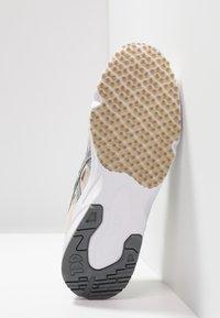 ASICS SportStyle - GEL-DS TRAINER - Matalavartiset tennarit - cream/silver - 4