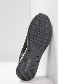 ASICS - HYPERGEL-LYTE - Stabilty running shoes - black - 4