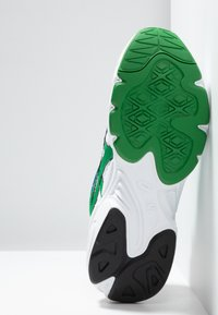 ASICS SportStyle - GEL-BND - Matalavartiset tennarit - white/green - 4