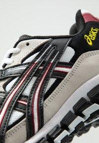ASICS SportStyle - GEL-KAYANO 5 360 - Matalavartiset tennarit - white/black - 8
