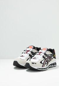 ASICS SportStyle - GEL-KAYANO 5 360 - Matalavartiset tennarit - white/black - 3