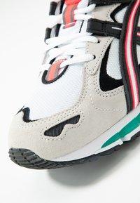 ASICS SportStyle - GEL-KAYANO 5 360 - Tenisky - white/cream - 8