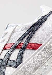ASICS SportStyle - CLASSIC - Sneakers laag - white/midnight - 5