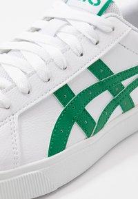 ASICS SportStyle - CLASSIC - Joggesko - white/kale - 5