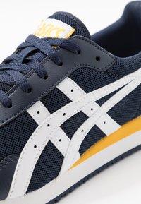 ASICS SportStyle - TIGER RUNNER - Sneaker low - midnight/white - 5