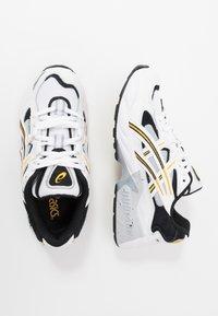 ASICS SportStyle - GEL-KAYANO 5 OG - Sneakersy niskie - white/saffron - 1
