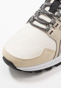 ASICS SportStyle - GEL-CITREK - Sneakers - birch/white - 5