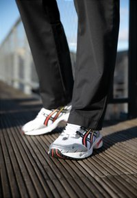 ASICS SportStyle - GEL-1090 - Trainers - white/black - 7