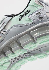 ASICS SportStyle - GEL-KAYANO 5 360 - Neutrální běžecké boty - piedmont grey/mint tint - 5