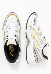 ASICS SportStyle - GEL-1090 - Sneakers - white/saffron - 3