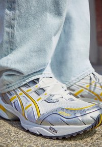 ASICS SportStyle - GEL-1090 - Sneakers - white/saffron - 2