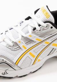 ASICS SportStyle - GEL-1090 - Sneakers - white/saffron - 7