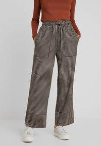 And Less - MALENA PANTS - Spodnie materiałowe - caviar - 0