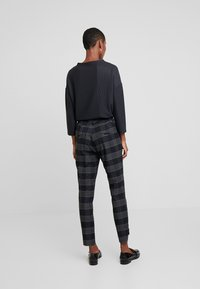And Less - ALSTINE PANTS - Chinos - blue nights - 3