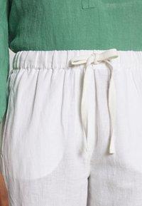 And Less - ALMARLEA PANTS - Kalhoty - brilliant white - 4