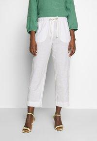 And Less - ALMARLEA PANTS - Kalhoty - brilliant white - 0