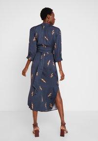 And Less - ALBERTINO DRESS - Košilové šaty - navy - 3