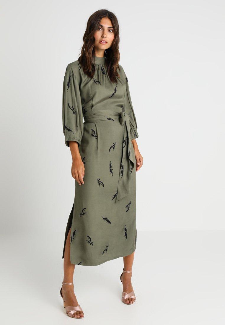And Less - ALBERTINO DRESS - Skjortekjole - dusty olive